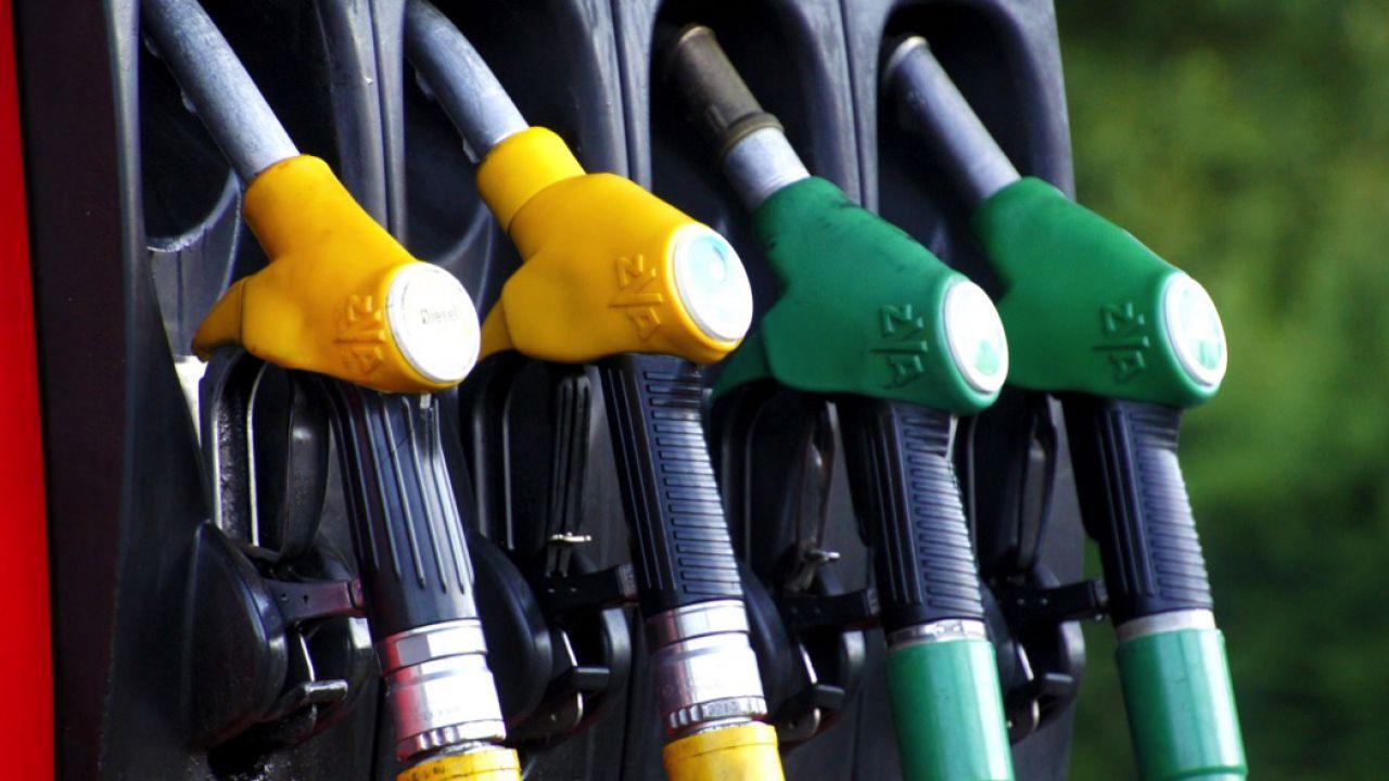 Aumentano ancora i prezzi della benzina: pesano le decisioni delle compagnie