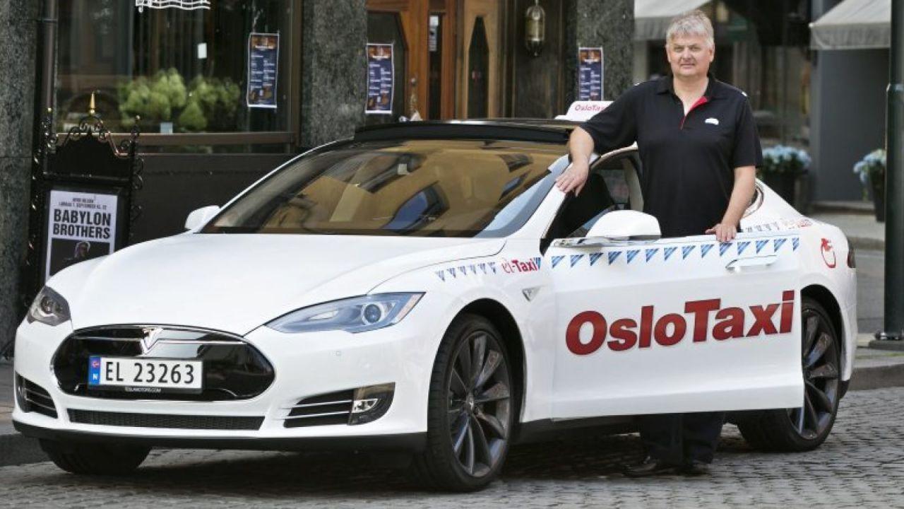 Auto elettriche: ad Oslo i taxi utilizzeranno la ricarica wireless