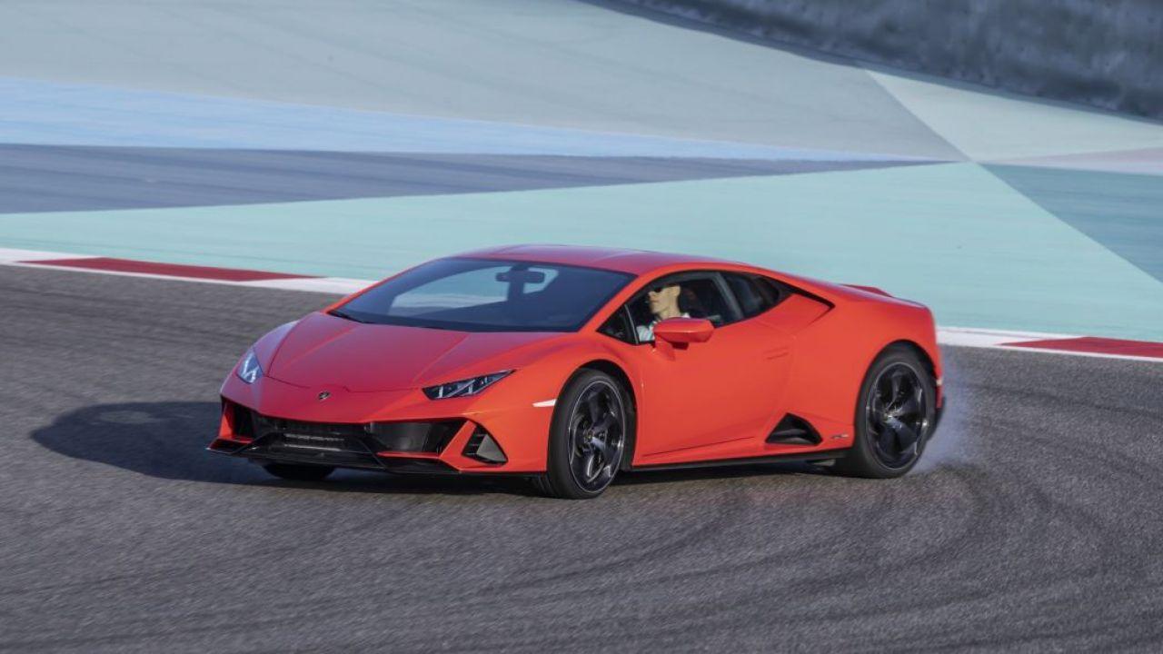 Automobilista compra una Lamborghini Huracan coi sussidi per il coronavirus