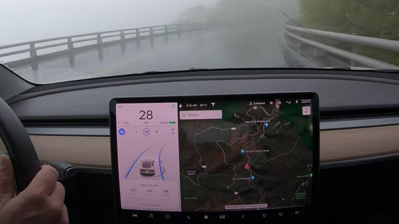 Autopilot di Tesla torturato per più di un'ora: ecco il risultato