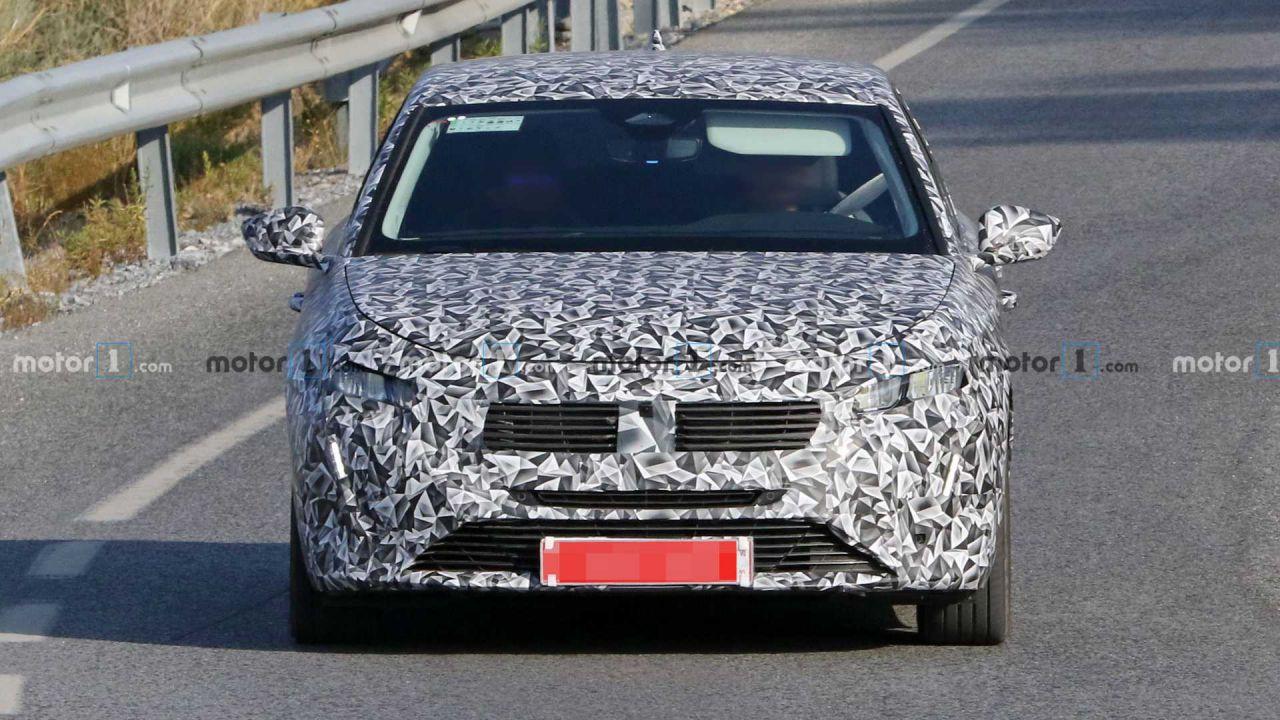 Avvistata in giro la nuovissima Peugeot 308: il brand la nasconde bene
