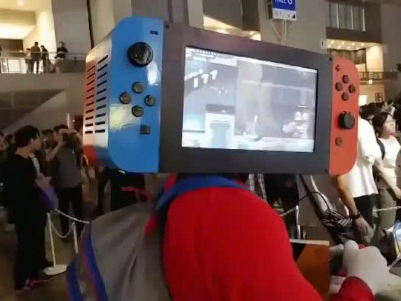 Avvistato al Tokyo Game Show un cosplayer vestito da Nintendo Switch