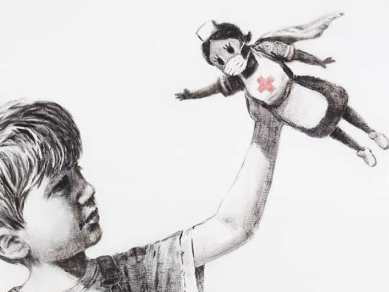 Banksy omaggia le infermiere nel nuovo murales: sono loro le nuove supereroine
