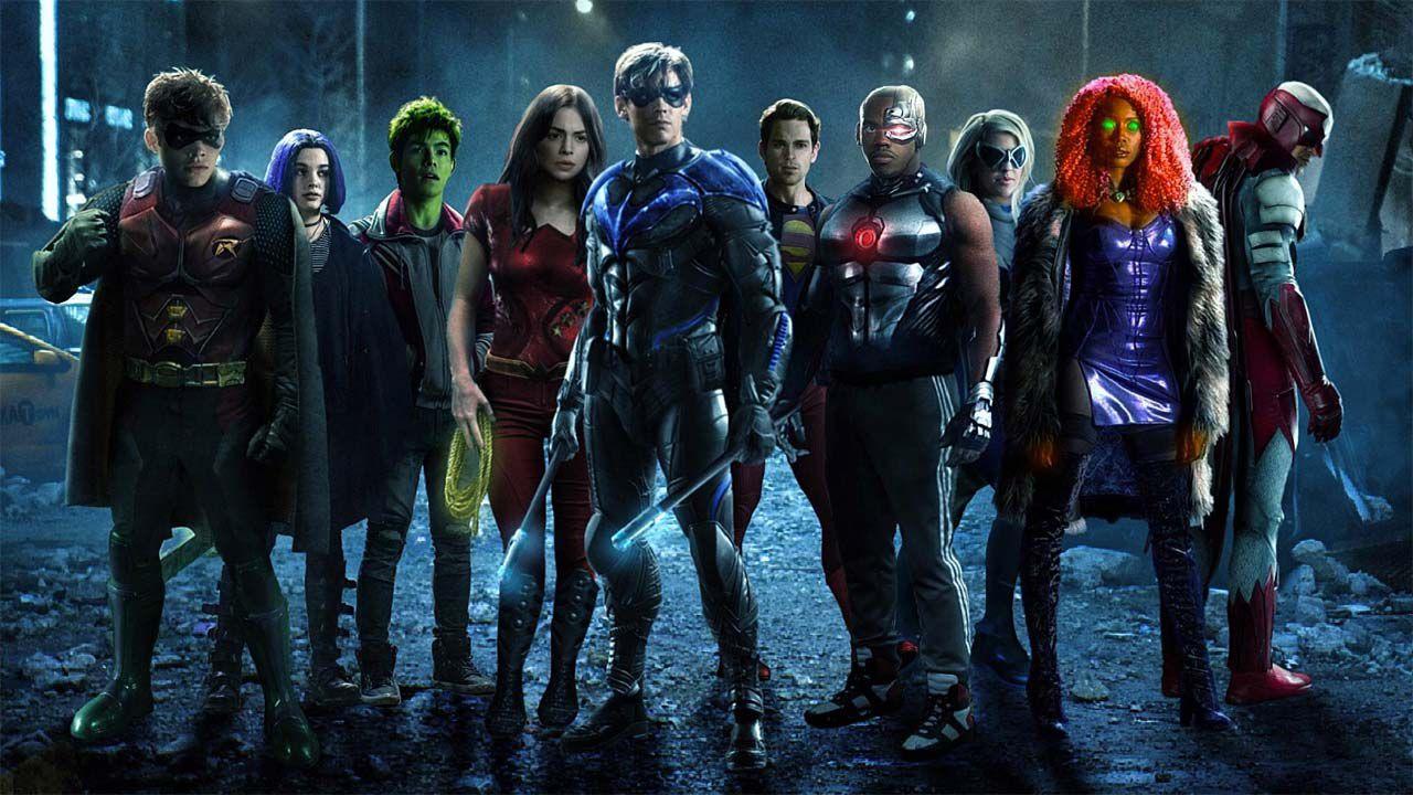 Batman e Robin protagonisti in questa immagine backstage di Titans dalla prima stagione