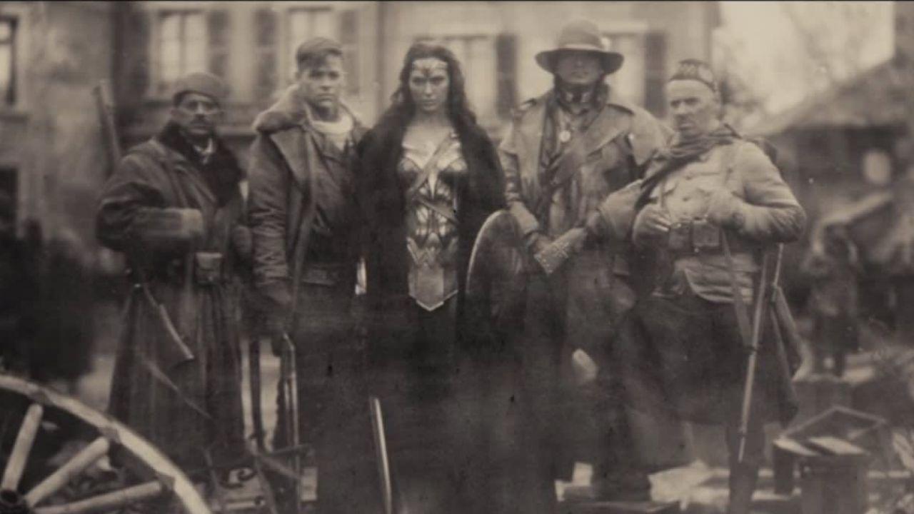 Batman v Superman, ricordate la foto di Wonder Woman? Zack Snyder rivela quella originale