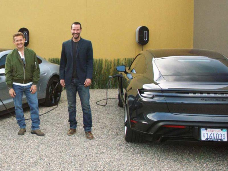 Bill & Ted, Keanu Reeves e Alex Winter in un video testano la Porsche Taycan elettrica