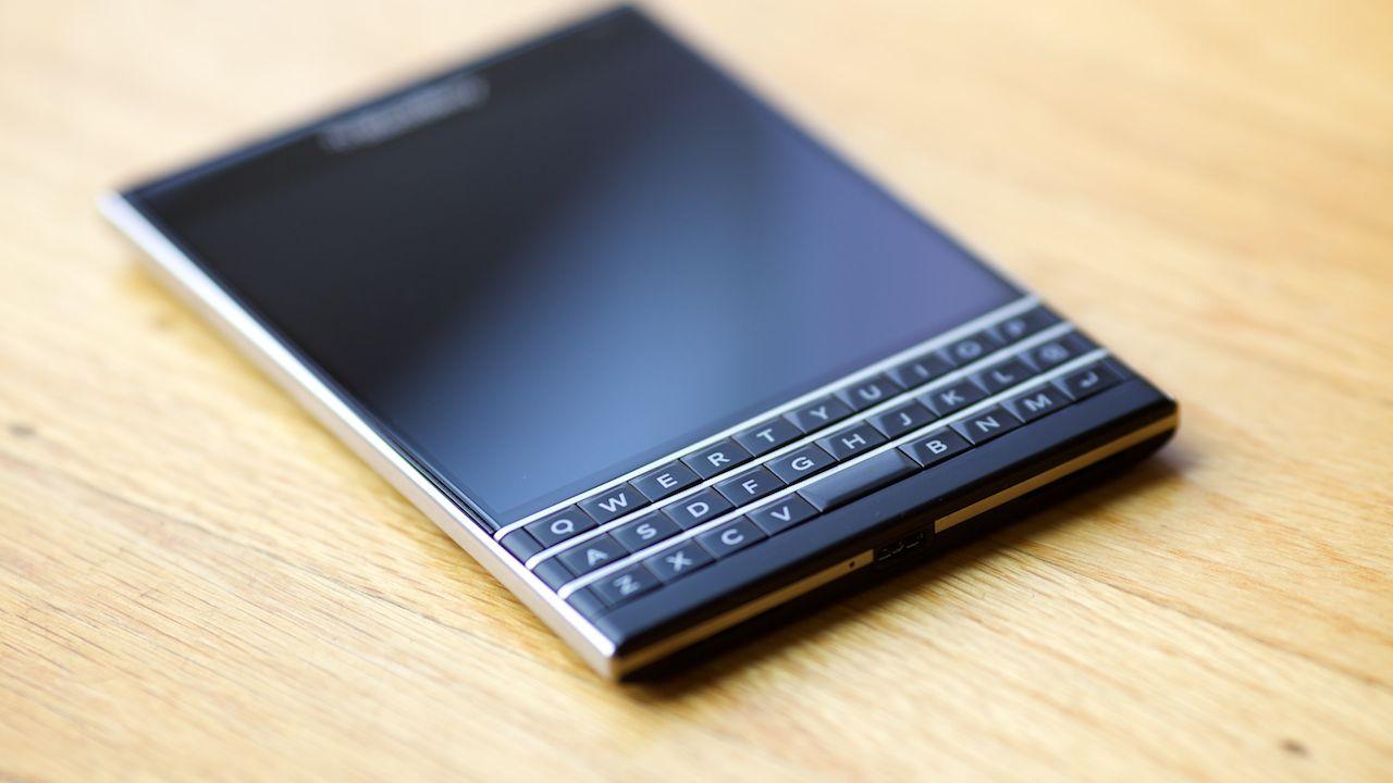 BlackBerry Dallas arriverà sul mercato con il nome di BlackBerry Passport Silver Edition