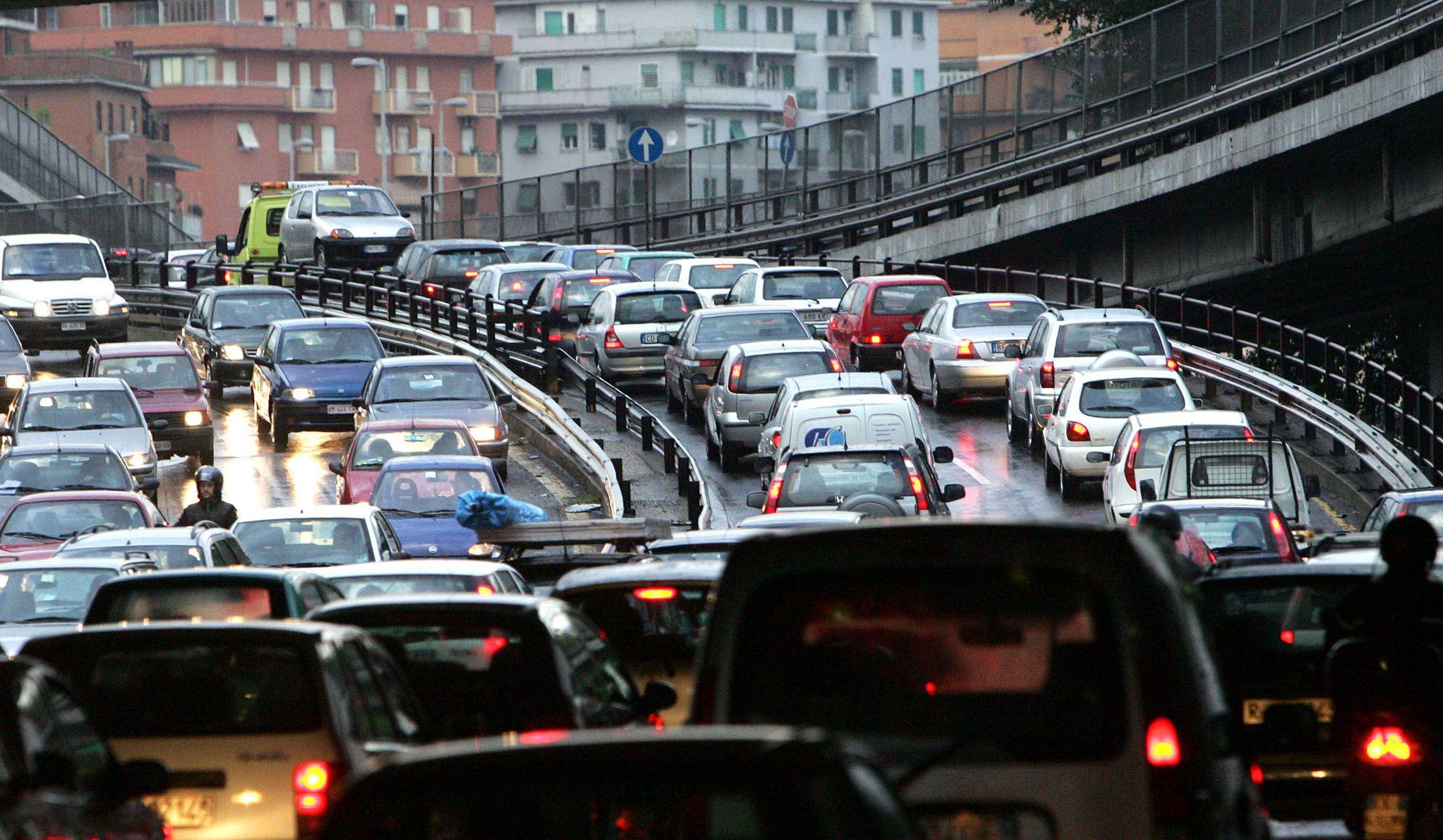 Blocco del traffico a Napoli oggi 13 giugno 2019: auto ...