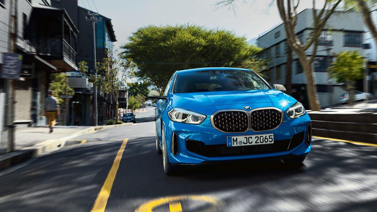 BMW prepara il lancio di due nuove elettriche, la i5 e il crossover iX1