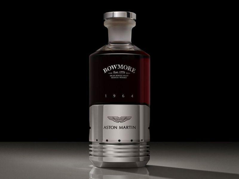 Bottiglia di Bowmore Whisky è composta da un vero pistone Aston Martin