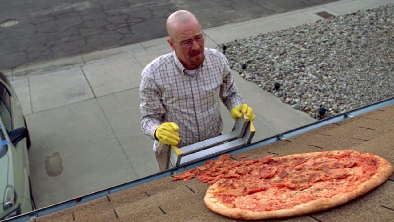 Breaking Bad e la scena della pizza: ecco come Bryan Cranston riuscì a lanciarla