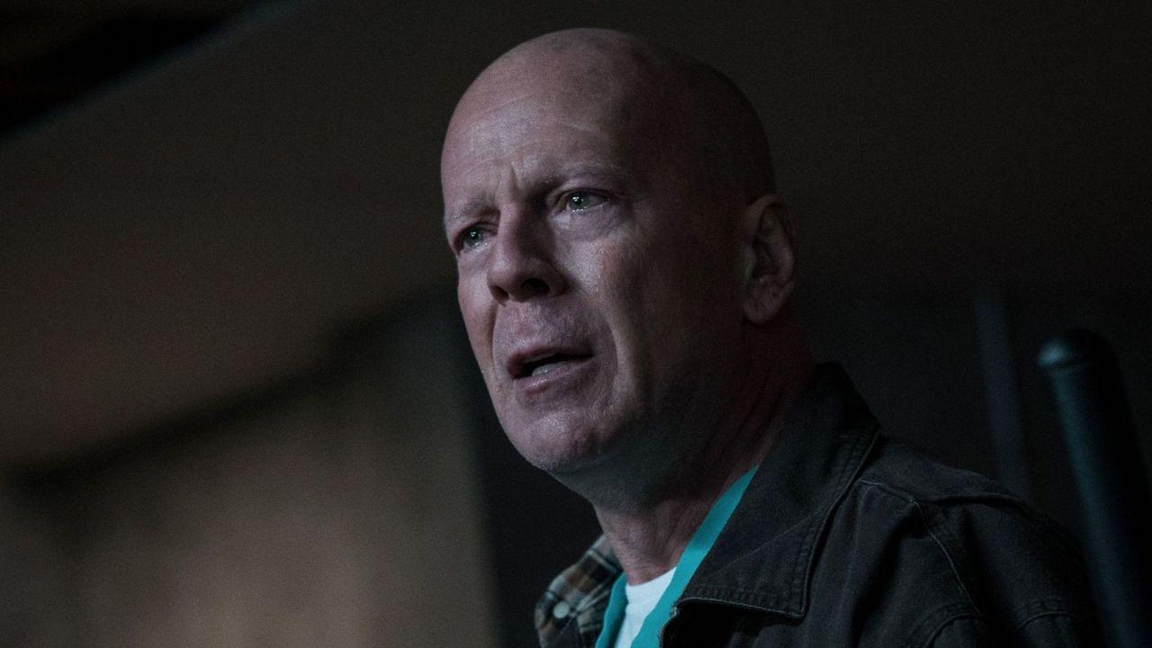 Bruce Willis, la star di Die Hard senza mascherina ...