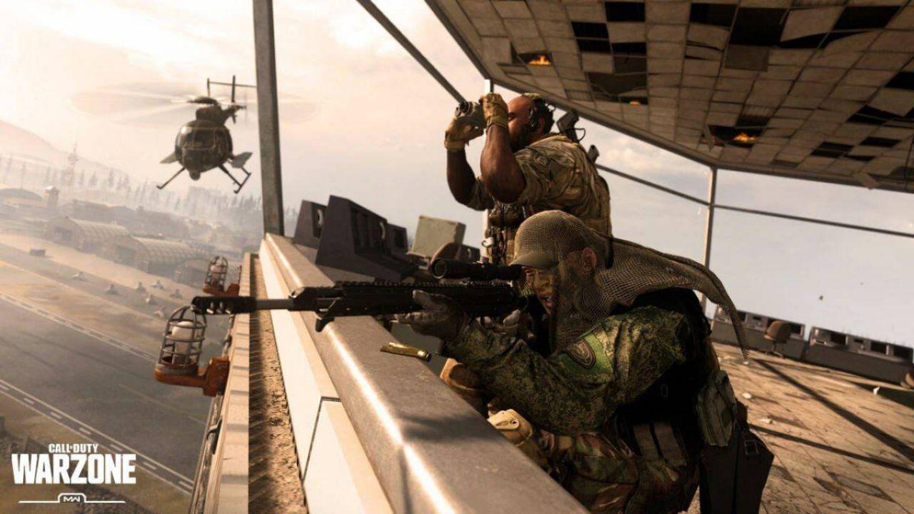 Call of Duty Warzone: giocatore cerca di sfuggire a un missile con l'elicottero