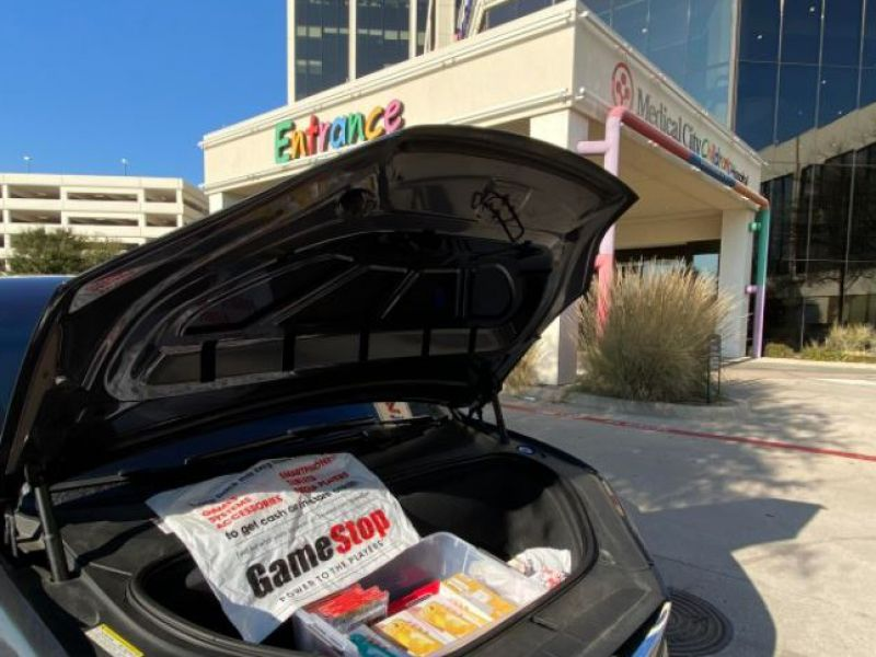 GameStop case, a Texan uses the earnings to give 10 Switches to a children's hospital
