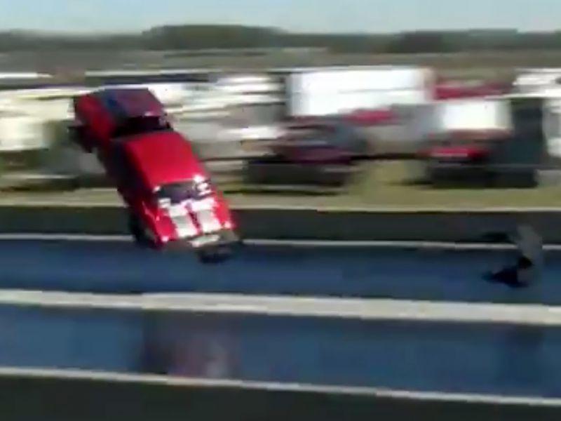 Chevy Camaro da 3.500 cavalli prende il volo in drag race: il video è terribile