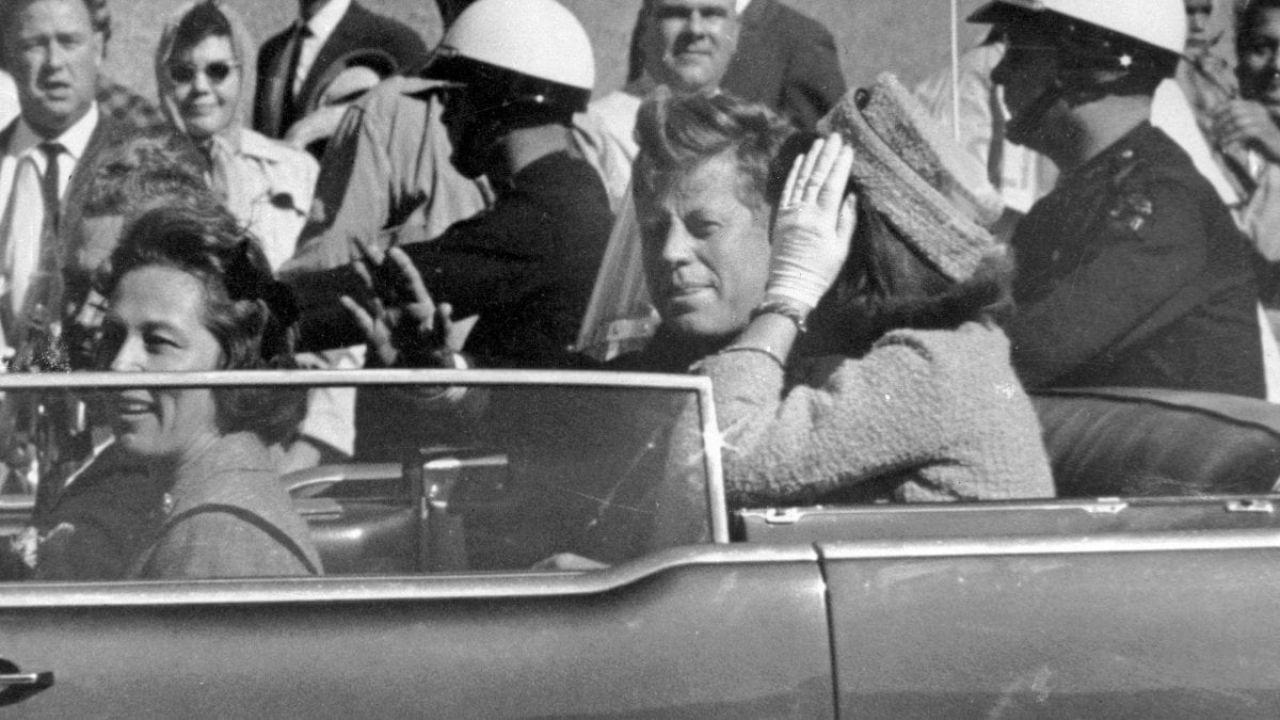 Chi c'era a bordo della limousine, oltre a sua moglie, durante l'omicidio di JFK?