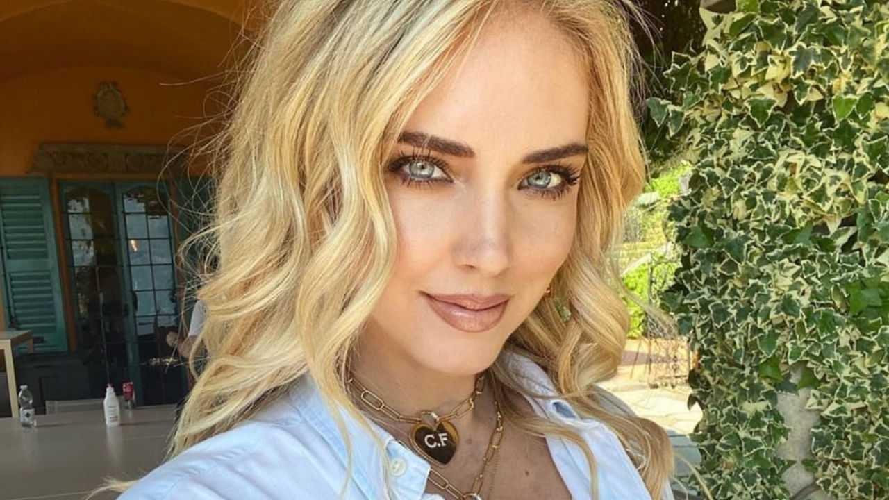 Chiara Ferragni mostra il lato b su Instagram: 'tutte abbiamo la cellulite'