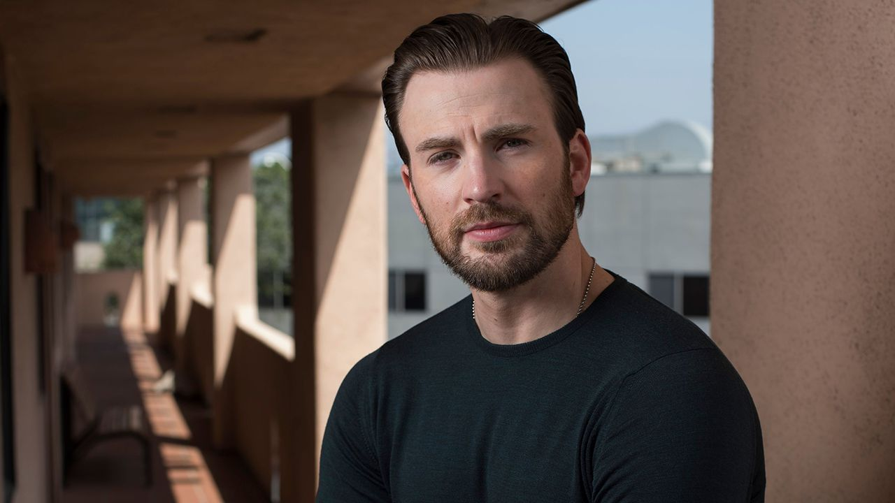 Chris Evans immortalato sul set della serie televisiva Apple TV+ 'Defending Jacob'