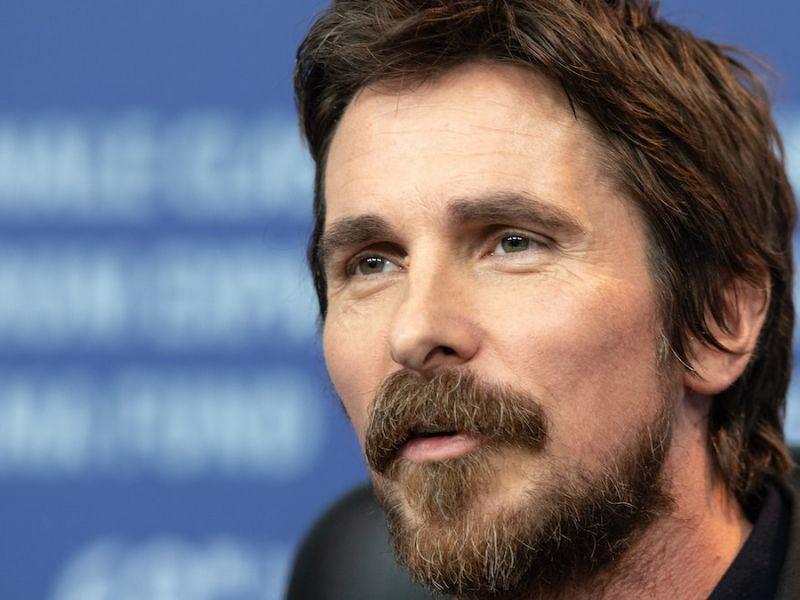 Christian Bale, The Pale Blue Eye acquistato da Netflix: è un thriller ispirato a Poe