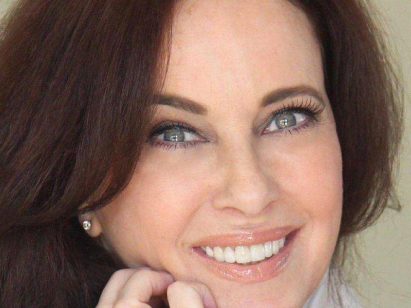 Clarissa Burt e la love-story con Massimo Troisi:'Finì perchè mi tradiva'
