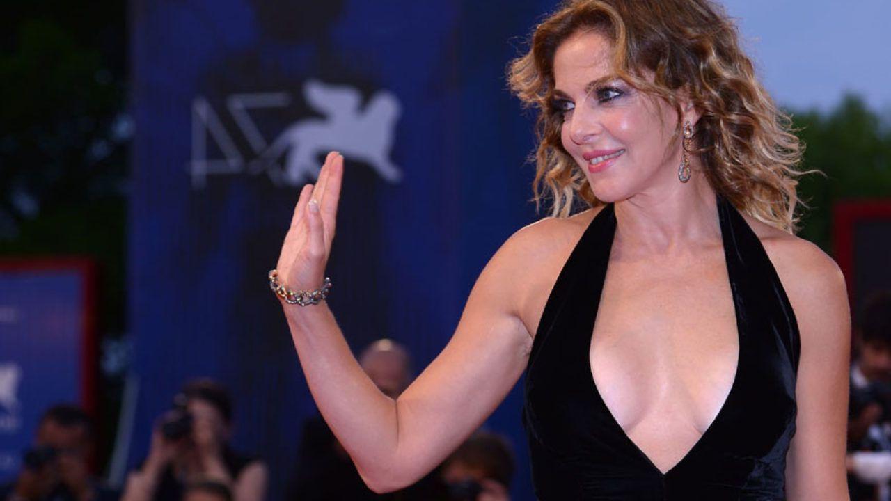 Claudia Gerini si professa serena: 'Rancore? No, se un ruolo lo fa un'altra va bene così'