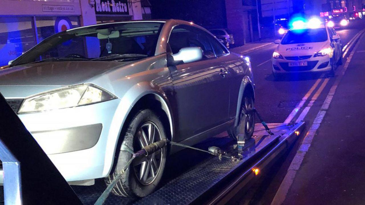 Compra l'auto nuova ma la polizia lo insegue e lo arresta pochi secondi dopo