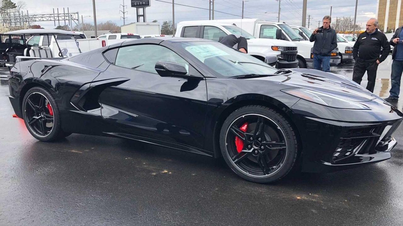 Consegnata la Corvette C8 Stingray numero 001 da 3 milioni di dollari: il video