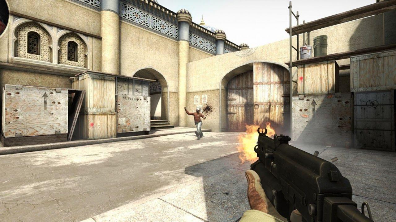 CS:GO, tutta l'abilità di una streamer: gioca con una mano sola