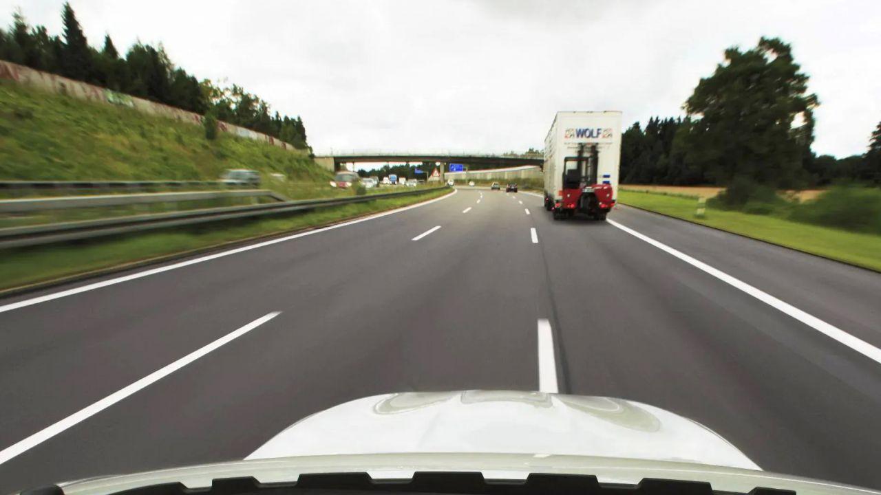 Da oggi l'Unione Europea potrà mettere al bando le auto troppo inquinanti