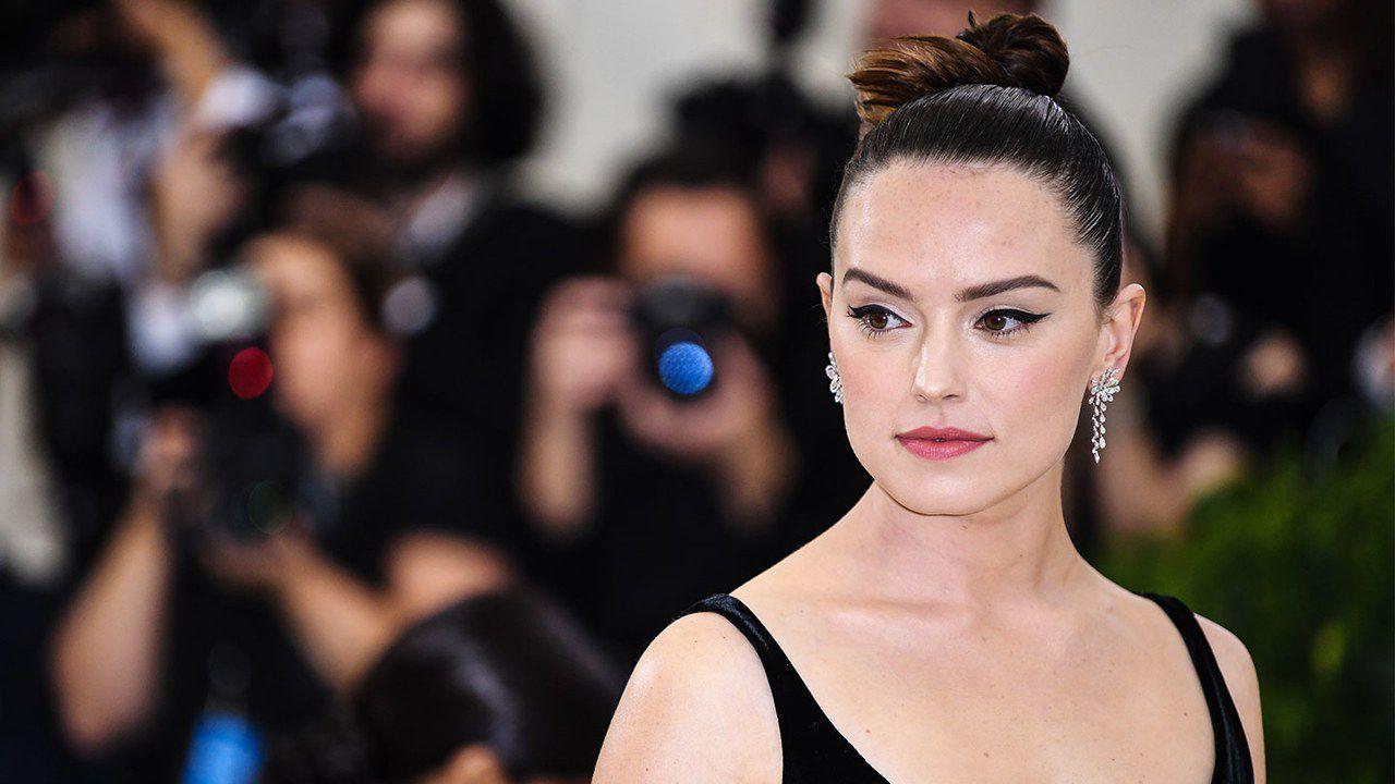 Daisy Ridley assicura che Star Wars IX svelerà l'identità dei genitori di Rey