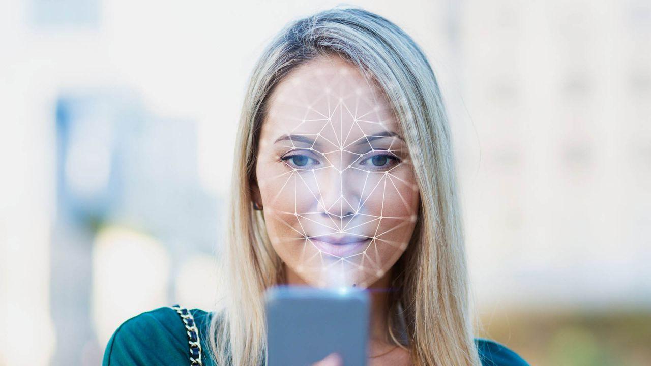 Deepfake, scoperto su Telegram un bot che 'spoglia' le donne: oltre 100mila le vittime