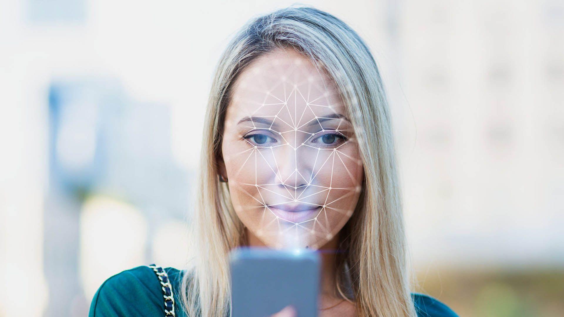 """Deepfake, scoperto su Telegram un bot che """"spoglia"""" le donne: oltre 100mila le vittime"""