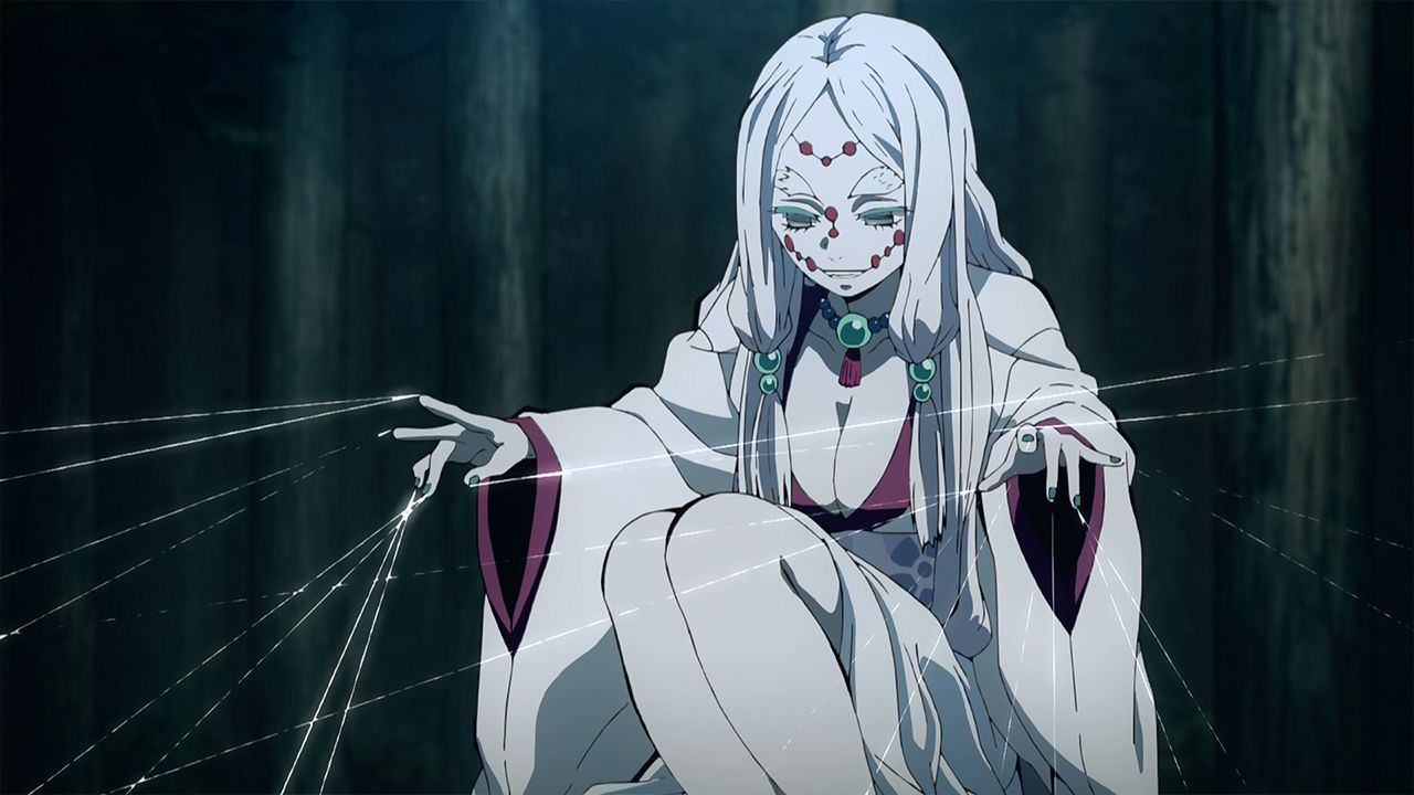 Demon Slayer: la madre di Rui in un cosplay sexy e pauroso di una modella russa