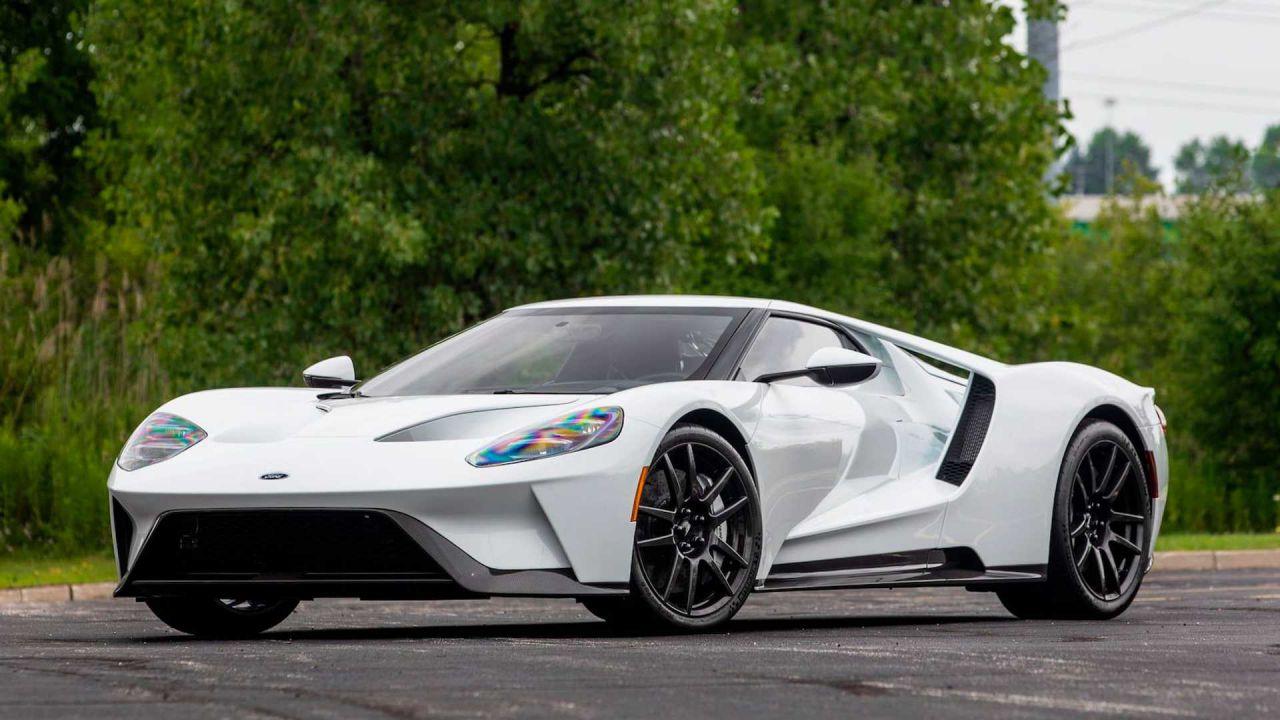 Desiderate una Ford GT? Ecco un rarissimo esemplare in vendita