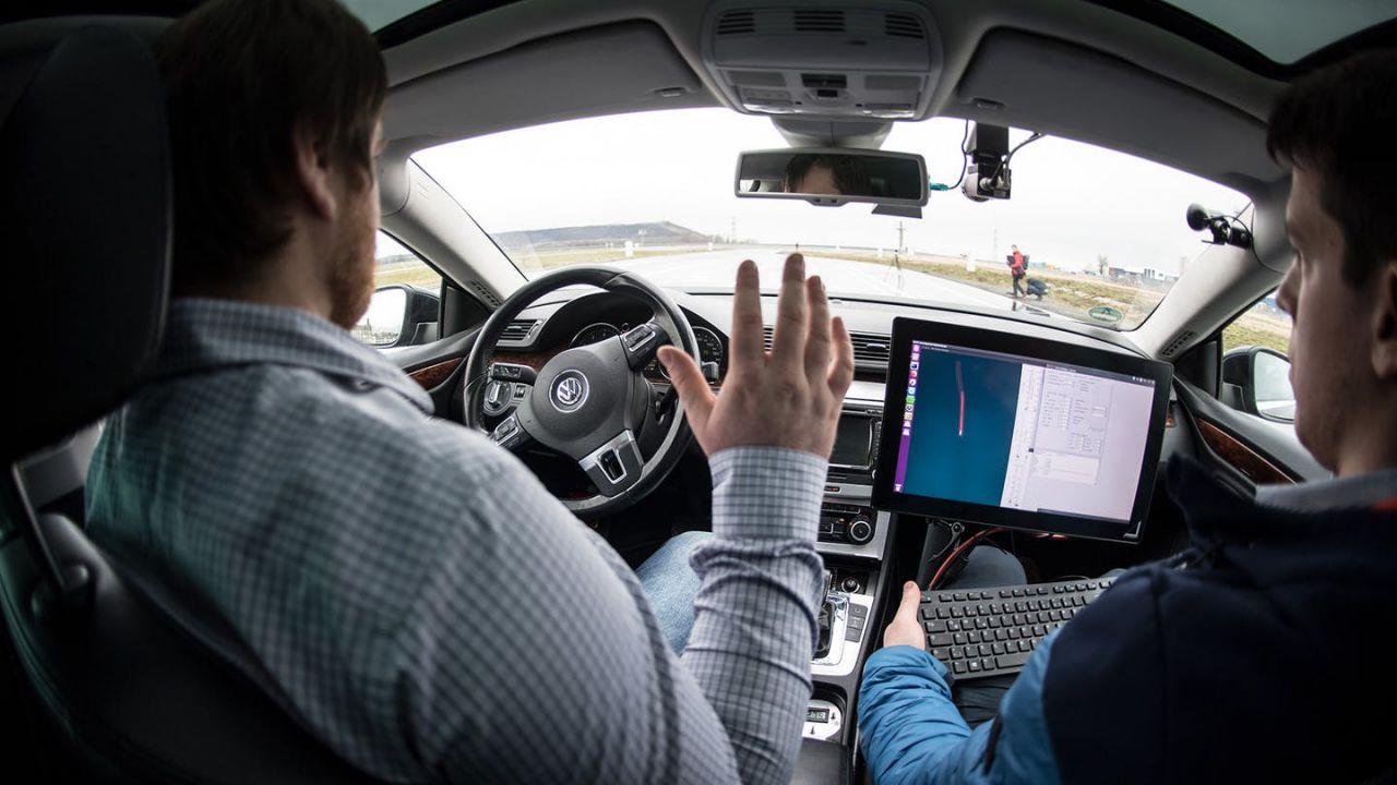Dirigente VW sostiene che la guida totalmente autonoma 'potrebbe non arrivare mai'