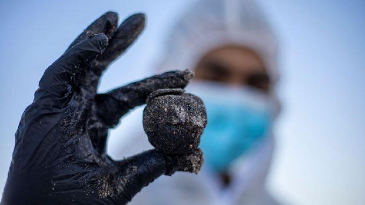 Disastro ambientale senza precedenti in Israele: tonnellate di catrame sulle coste