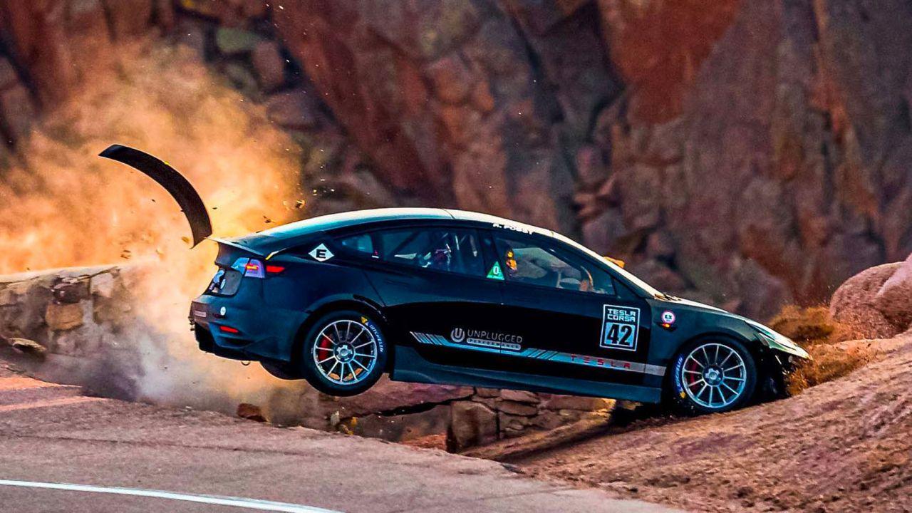Distrutta in un incidente una Tesla Model 3 custom: le spaventose immagini