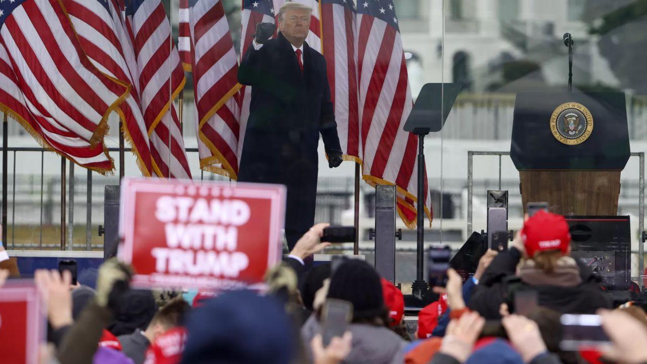 Donald Trump bloccato da Facebook, Instagram e Twitter dopo le rivolte di Washington