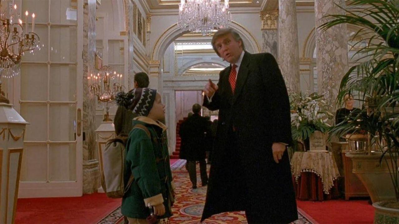 Donald Trump ricorda il suo cameo in Mamma Ho Riperso l'Aereo: 'Grande cinema'