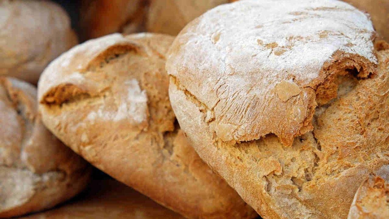 Dove si posiziona il piattino del pane secondo il Galateo?