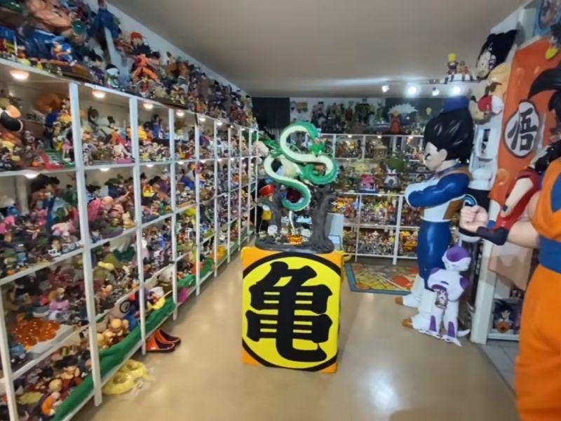 Dragon Ball: il doppiatore americano di Vegeta mostra la sua imponente collezione di DBZ