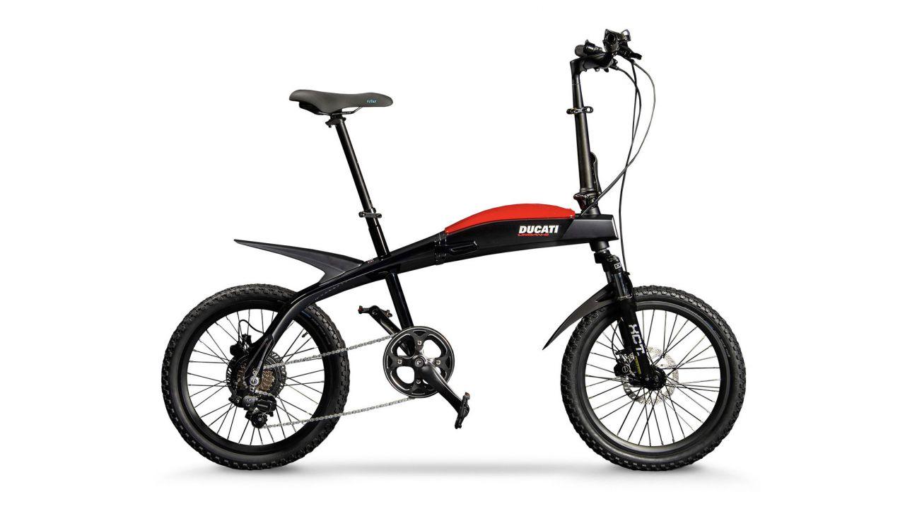 Ducati lancia tre nuove e-bike pieghevoli: una Urban e due Scrambler