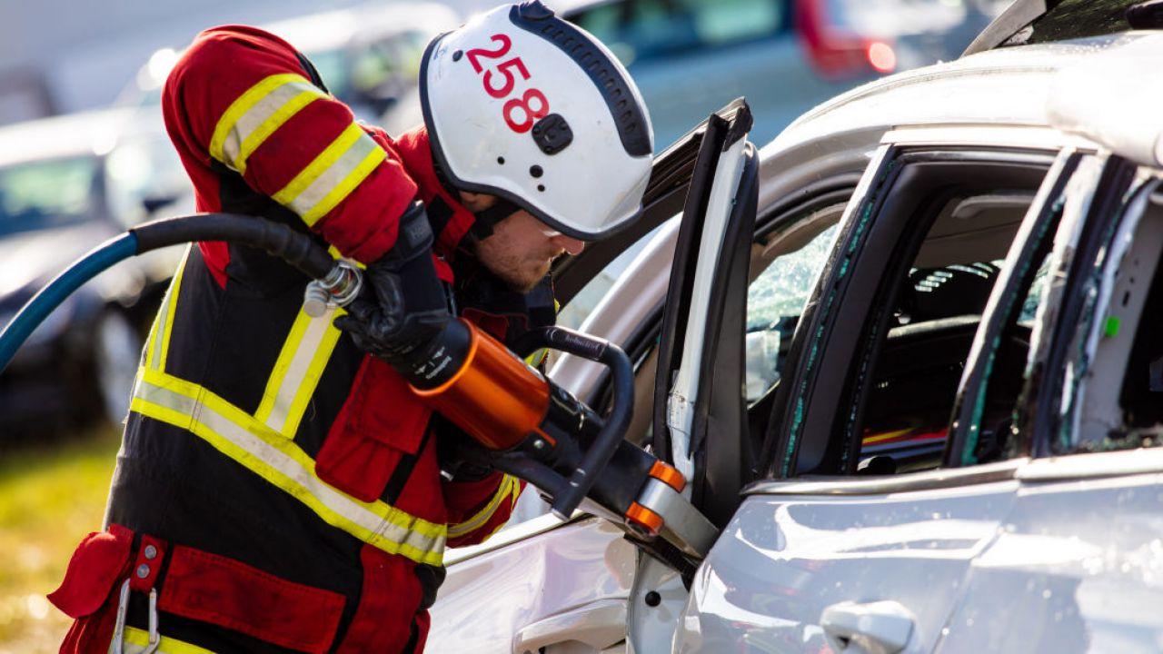 Due Volvo sono state scagliate al suolo da un'altezza di 10 metri: ecco il risultato