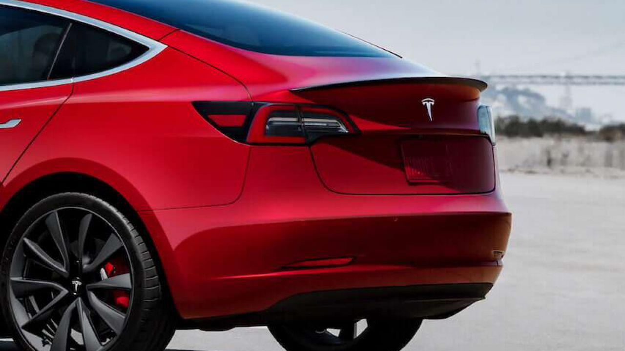 Ecco cosa rende la Model 3 di Tesla 'la vettura più sicura al mondo'