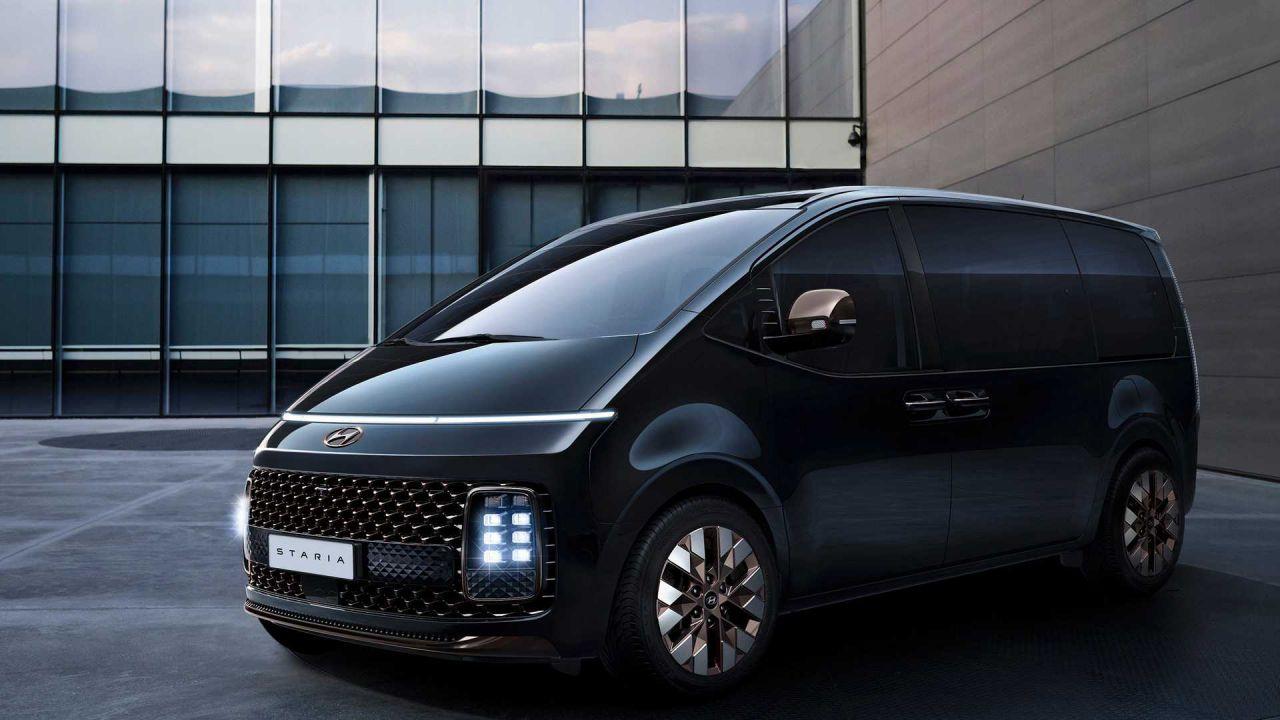 Ecco la Hyundai Staria: un futuristico e versatile veicolo a 11 posti