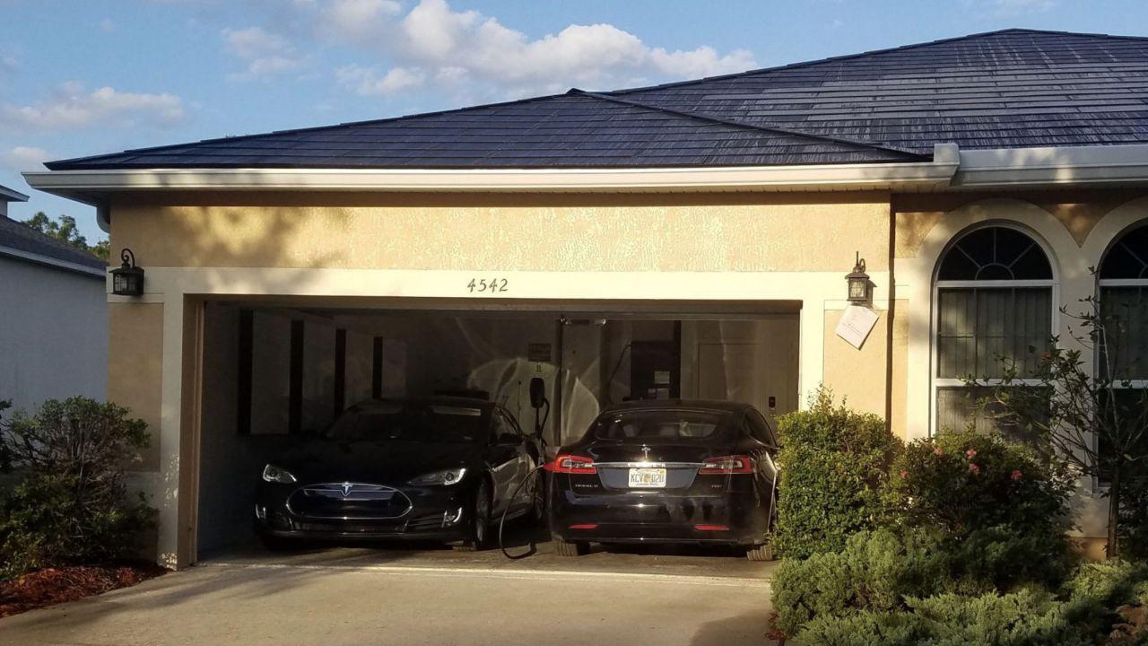 Ecco il più grande impianto casalingo Tesla per l'energia solare con 4 batterie Powerwall