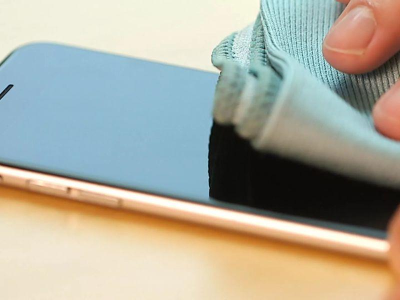 Ecco perché è importante disinfettare quotidianamente il propri smartphone