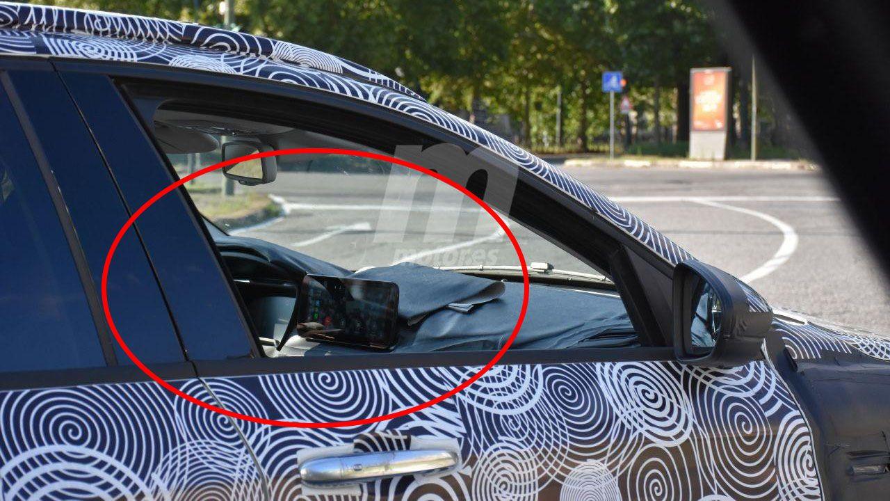 Ecco la plancia della Fiat Tipo Cross 2021 in nuove foto spia