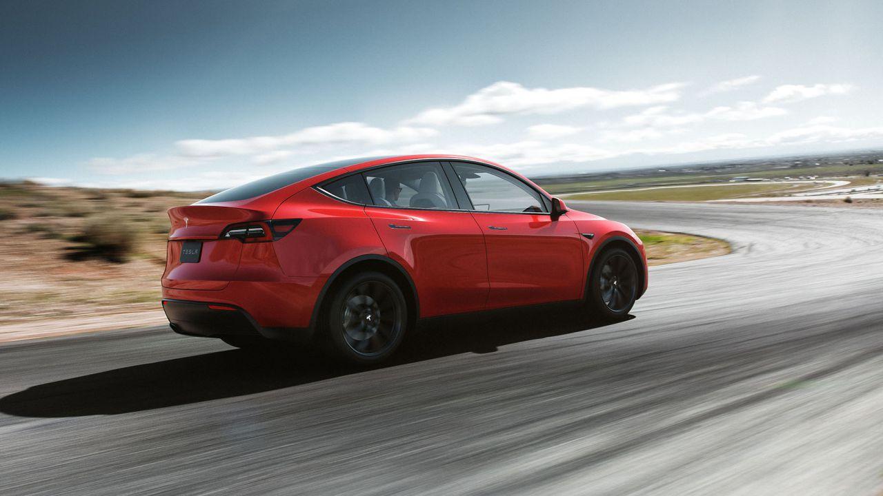 Elon Musk cancella la Tesla Model Y economica per scarsa autonomia