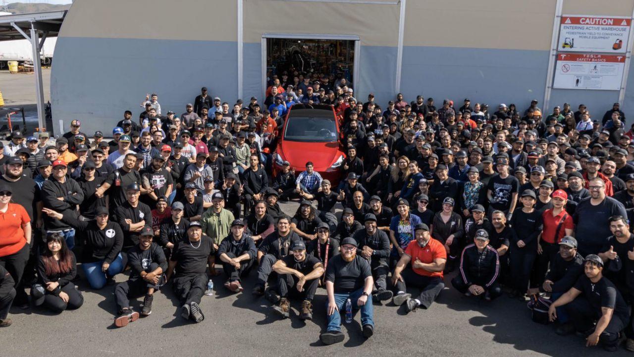 Elon Musk ha festeggiato la milionesima auto Tesla prodotta: è una Model Y